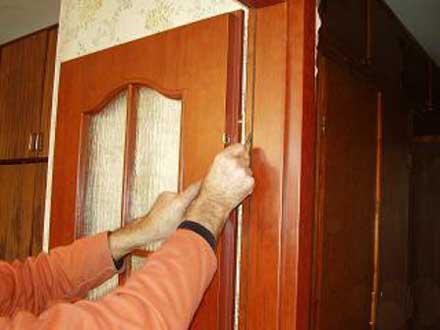 Как самому установить дверь в квартире