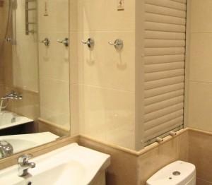Рольставни в ванной комнате