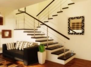 Интерьер лестницы в доме